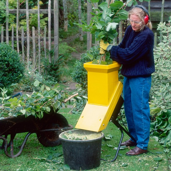 how to buy a garden shredder ghi buyer guides good. Black Bedroom Furniture Sets. Home Design Ideas